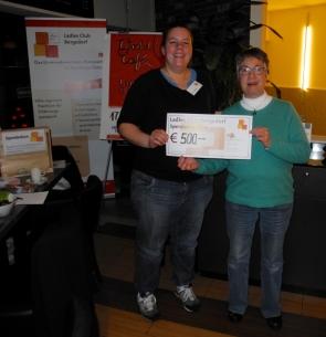 Spendenübergabe Ladiesclub_Dolle_Deerns